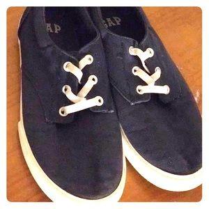 GAP navy blue sneakers